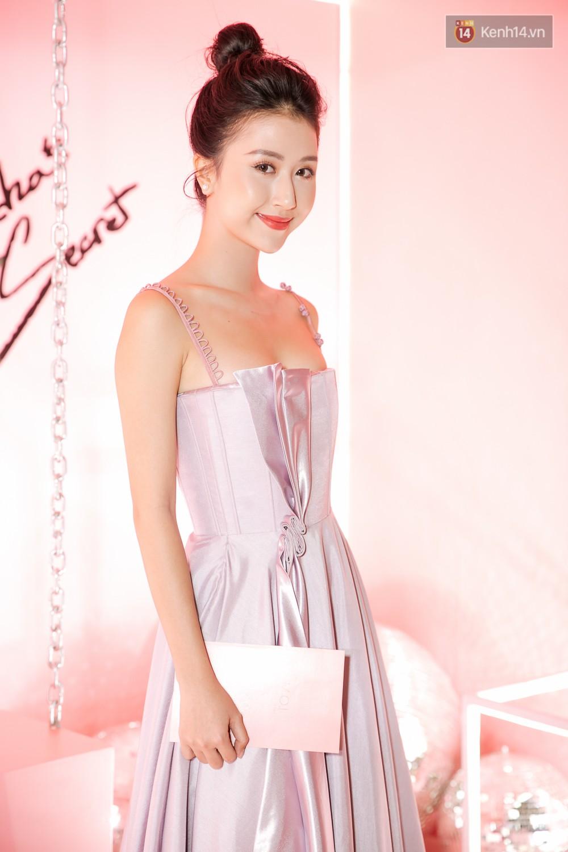 Hà Hồ diện váy táo bạo khoe vòng 1 sexy, dính như sam bên Kim Lý tại sự kiện - Ảnh 10.