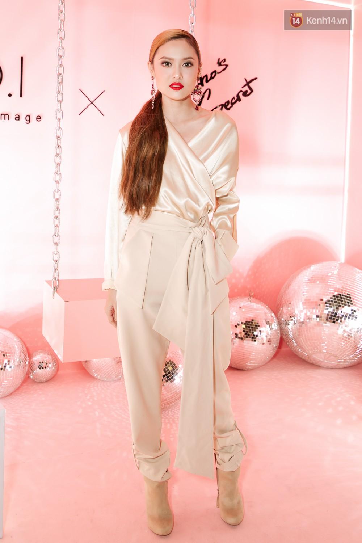 Hà Hồ diện váy táo bạo khoe vòng 1 sexy, dính như sam bên Kim Lý tại sự kiện - Ảnh 13.