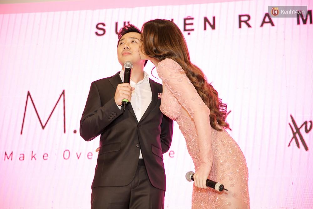 Hà Hồ diện váy táo bạo khoe vòng 1 sexy, dính như sam bên Kim Lý tại sự kiện - Ảnh 6.