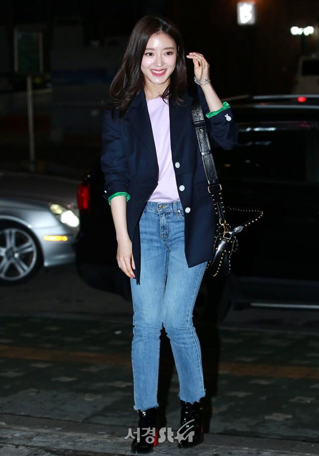Tiệc mừng công phim Hoa du ký: Mỹ nhân Oh Yeon Seo mặt sưng vù bóng nhẫy, bị nàng cương thi dìm thậm tệ - Ảnh 8.