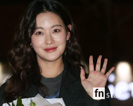 Tiệc mừng công phim Hoa du ký: Mỹ nhân Oh Yeon Seo mặt sưng vù bóng nhẫy, bị nàng cương thi dìm thậm tệ - Ảnh 5.