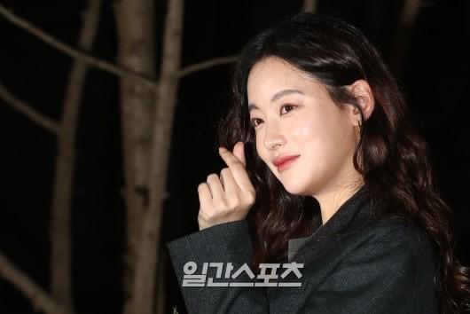 Tiệc mừng công phim Hoa du ký: Mỹ nhân Oh Yeon Seo mặt sưng vù bóng nhẫy, bị nàng cương thi dìm thậm tệ - Ảnh 6.