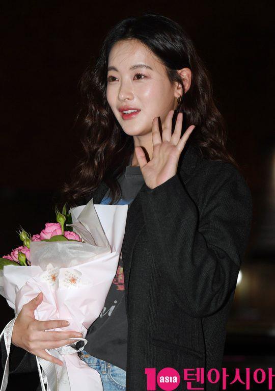 Tiệc mừng công phim Hoa du ký: Mỹ nhân Oh Yeon Seo mặt sưng vù bóng nhẫy, bị nàng cương thi dìm thậm tệ - Ảnh 3.