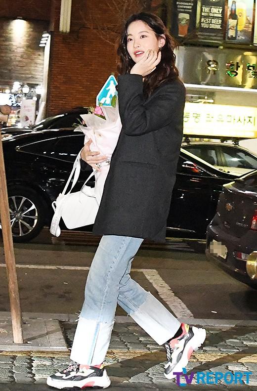 Tiệc mừng công phim Hoa du ký: Mỹ nhân Oh Yeon Seo mặt sưng vù bóng nhẫy, bị nàng cương thi dìm thậm tệ - Ảnh 2.