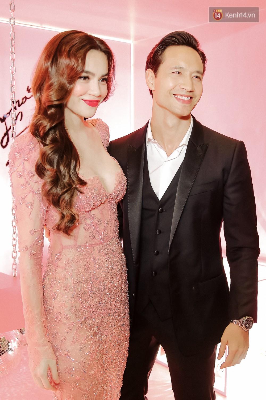 Hà Hồ diện váy táo bạo khoe vòng 1 sexy, dính như sam bên Kim Lý tại sự kiện - Ảnh 3.
