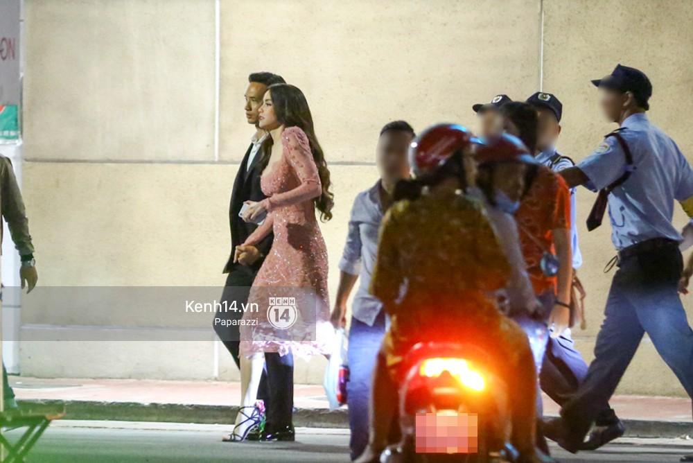Clip: Rời sự kiện, Hà Hồ lái xe chở Kim Lý vượt đèn đỏ lúc nửa đêm - Ảnh 7.