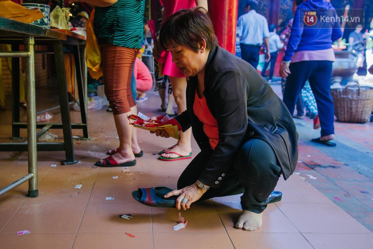 Tập tục đánh kẻ tiểu nhân vô cùng độc đáo của người Hoa ở Sài Gòn.