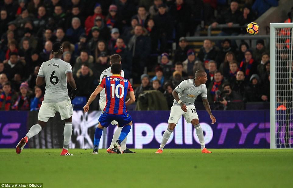 Man Utd ngược dòng nghẹt thở, đòi lại vị trí thứ hai - Ảnh 5.
