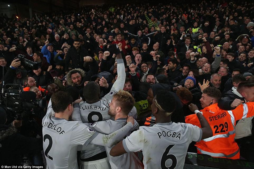 Man Utd ngược dòng nghẹt thở, đòi lại vị trí thứ hai - Ảnh 13.