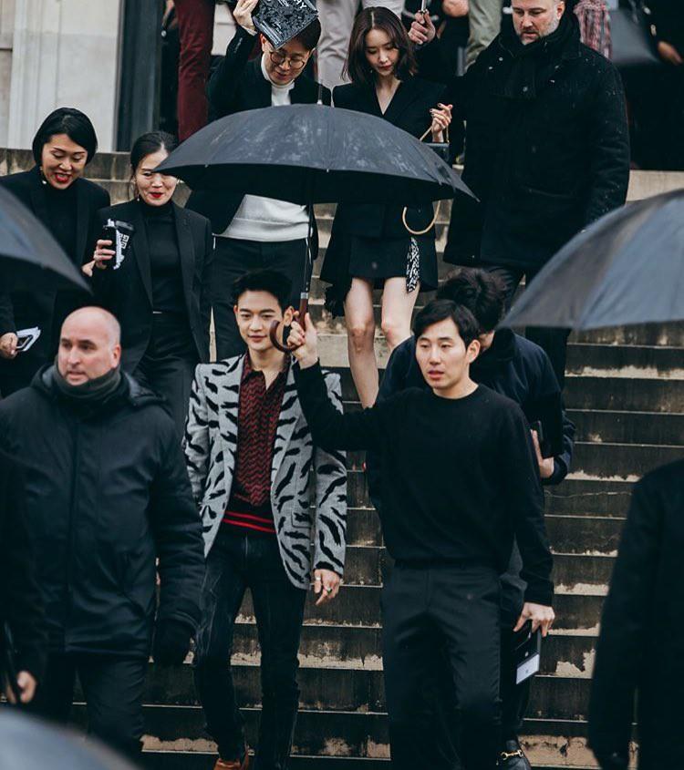 Gầy như cây sậy tại sự kiện, chị em Yoona và Minho lại làm lu mờ tất cả với khí chất ông hoàng bà hoàng - Ảnh 2.