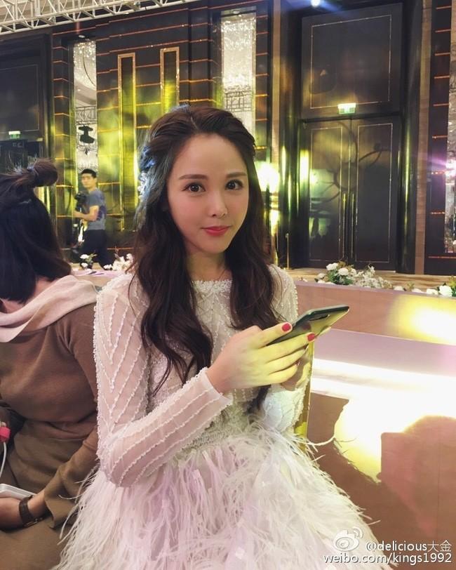 Cuộc sống hạnh phúc của hot girl nổi tiếng Trung Quốc sau đám cưới với thiếu gia giàu có - Ảnh 1.