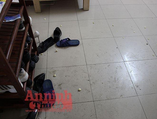 Cận cảnh hiện trường vụ án cô gái tử vong do bị ca sĩ Châu Việt Cường nhét tỏi vào miệng - Ảnh 4.