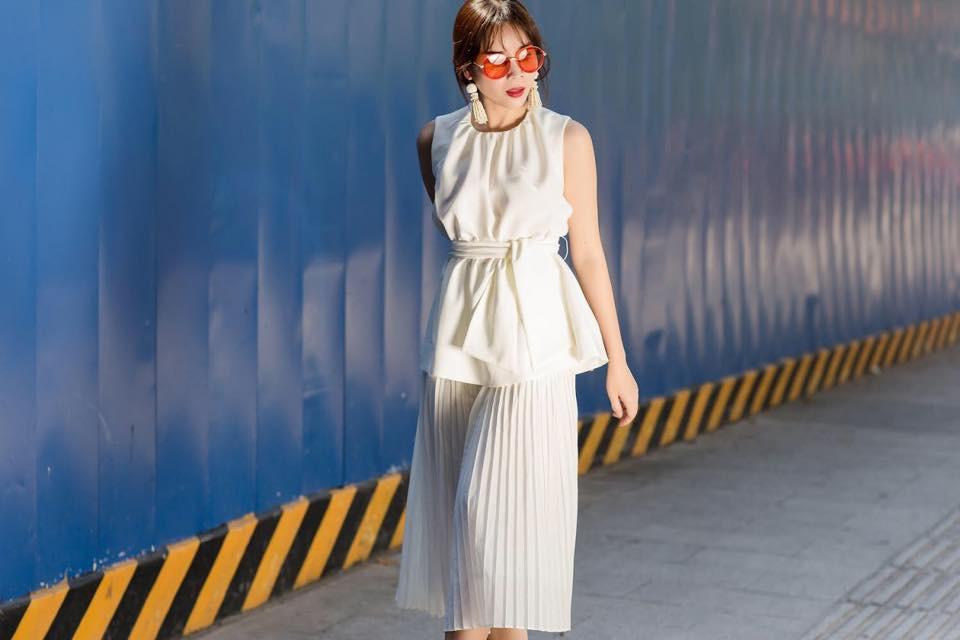 Hè chưa về mà các sao Việt đã lên đồ street style tưng bừng với sắc màu rực rỡ - Ảnh 17.
