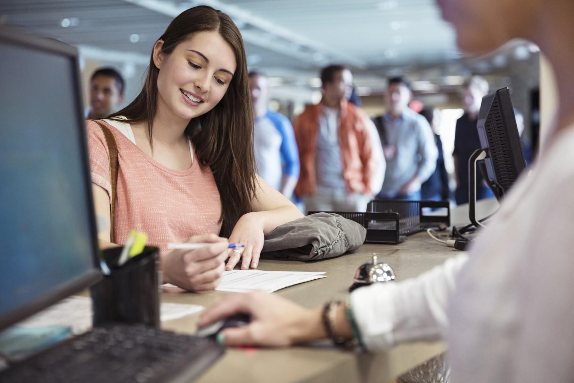 Nhiều sinh viên mới ra trường, chưa có kinh nghiệm mong muốn mức lương 1000 USD - Ảnh 1.
