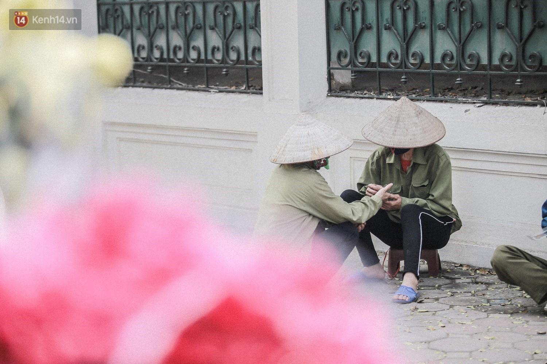 """8/3 của những người phụ nữ không bao giờ thiếu hoa: """"Mình thích thì mang hoa về tự cắm, chẳng cần chờ ai tặng cả!"""" - Ảnh 13."""