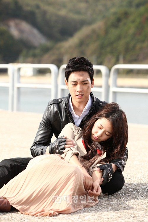 HOT: Park Shin Hye xác nhận hẹn hò đàn em điển trai, bạn bè tiết lộ thêm chi tiết - Ảnh 2.