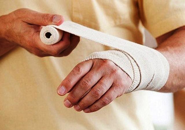 Sơ cứu bỏng đúng cách, tránh bị bỏng rát nhiều kèm sẹo xấu sau khi vết thương lành lặn - Ảnh 4.