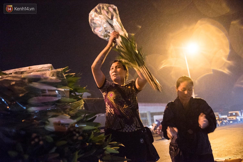 """8/3 của những người phụ nữ không bao giờ thiếu hoa: """"Mình thích thì mang hoa về tự cắm, chẳng cần chờ ai tặng cả!"""" - Ảnh 2."""