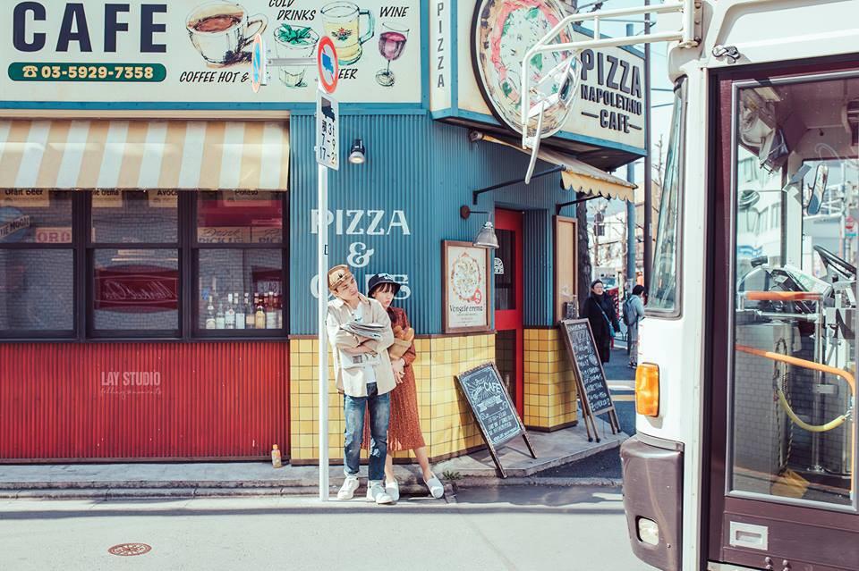 Giữa Tokyo hào nhoáng, có một cặp đôi Việt chụp ảnh cưới với concept bán báo - bán bánh mì - Ảnh 7.