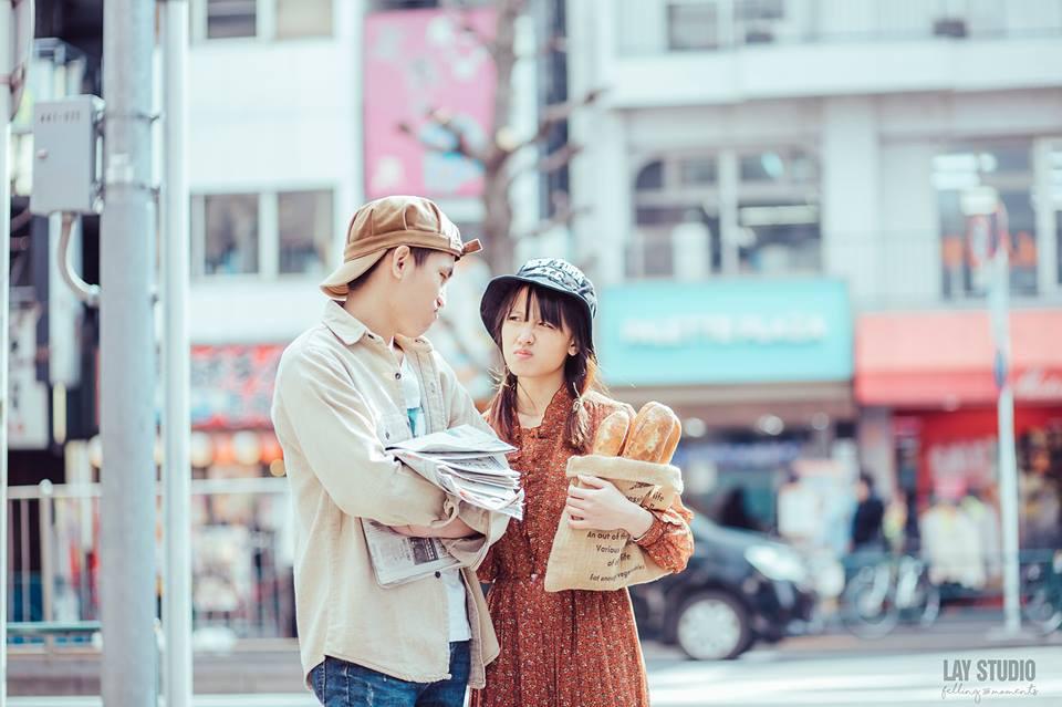 Giữa Tokyo hào nhoáng, có một cặp đôi Việt chụp ảnh cưới với concept bán báo - bán bánh mì - Ảnh 6.