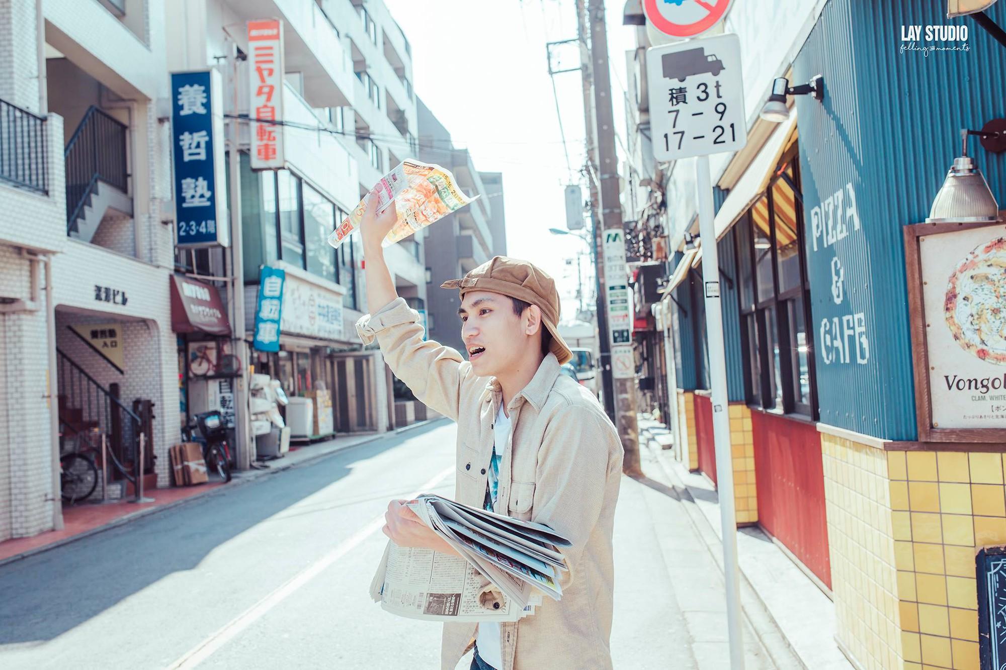 Giữa Tokyo hào nhoáng, có một cặp đôi Việt chụp ảnh cưới với concept bán báo - bán bánh mì - Ảnh 1.
