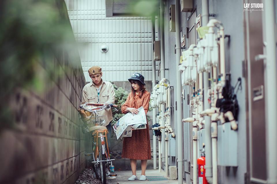 Giữa Tokyo hào nhoáng, có một cặp đôi Việt chụp ảnh cưới với concept bán báo - bán bánh mì - Ảnh 5.