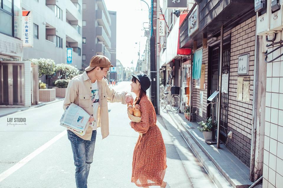 Giữa Tokyo hào nhoáng, có một cặp đôi Việt chụp ảnh cưới với concept bán báo - bán bánh mì - Ảnh 12.