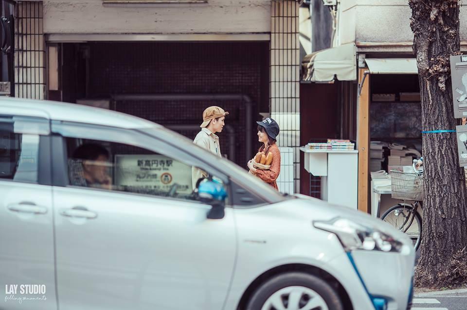 Giữa Tokyo hào nhoáng, có một cặp đôi Việt chụp ảnh cưới với concept bán báo - bán bánh mì - Ảnh 11.