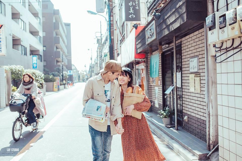 Giữa Tokyo hào nhoáng, có một cặp đôi Việt chụp ảnh cưới với concept bán báo - bán bánh mì - Ảnh 9.