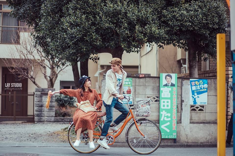 Giữa Tokyo hào nhoáng, có một cặp đôi Việt chụp ảnh cưới với concept bán báo - bán bánh mì - Ảnh 8.