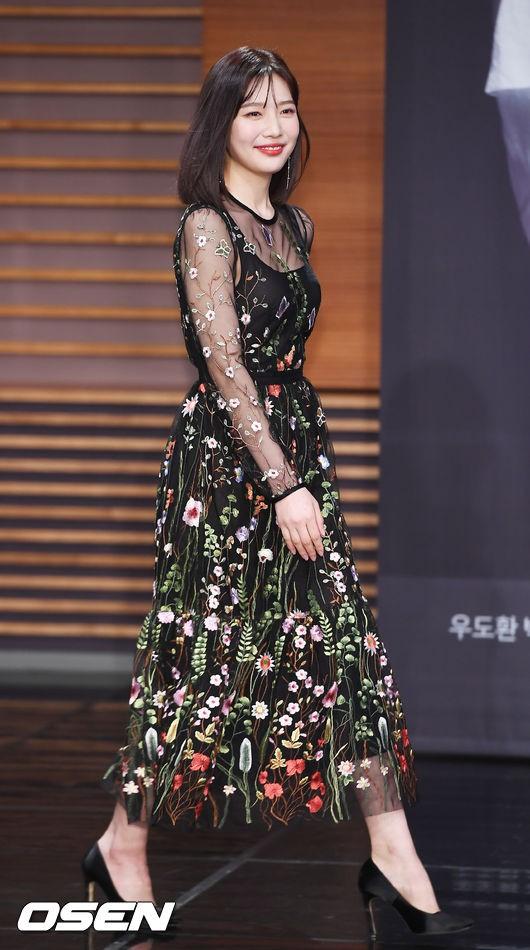 Nữ thần mới Joy nhà SM xinh lung linh, nhưng vẫn bị mỹ nhân cùng công ty đẹp xuất sắc này đánh bật - Ảnh 9.