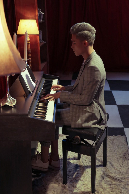 Mượn La La Land, Anh Tú (The Voice) tái hiện chuyện tình mộng mơ của mình trong MV đầu tay - Ảnh 3.