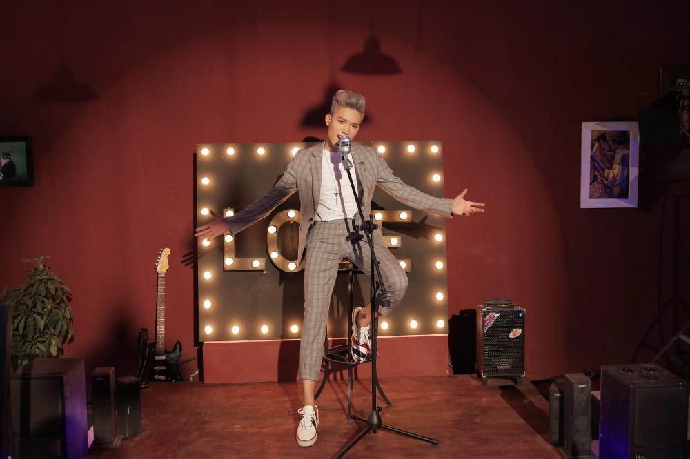 Mượn La La Land, Anh Tú (The Voice) tái hiện chuyện tình mộng mơ của mình trong MV đầu tay - Ảnh 2.