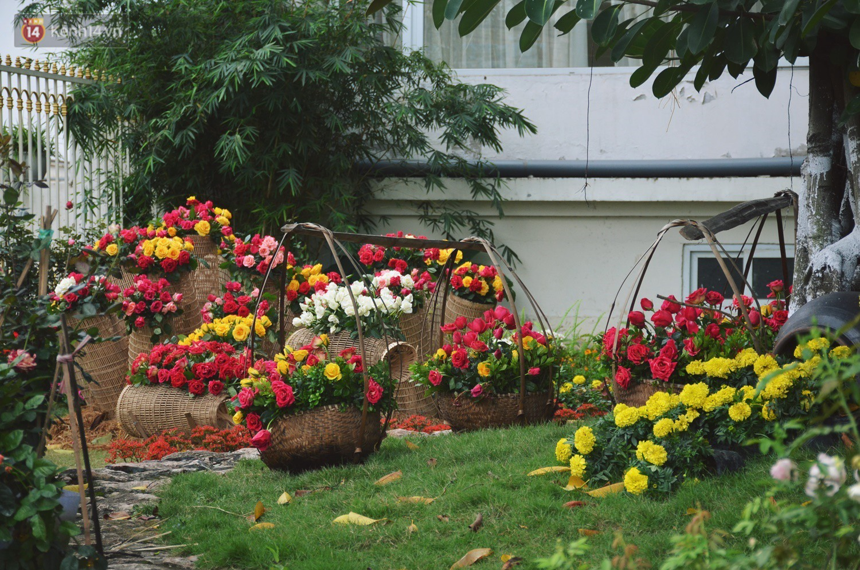 Lễ hội hoa hồng Bulgaria khoe sắc với gần 2.000 giống hoa đúng dịp Quốc tế phụ nữ 8/3 - Ảnh 2.