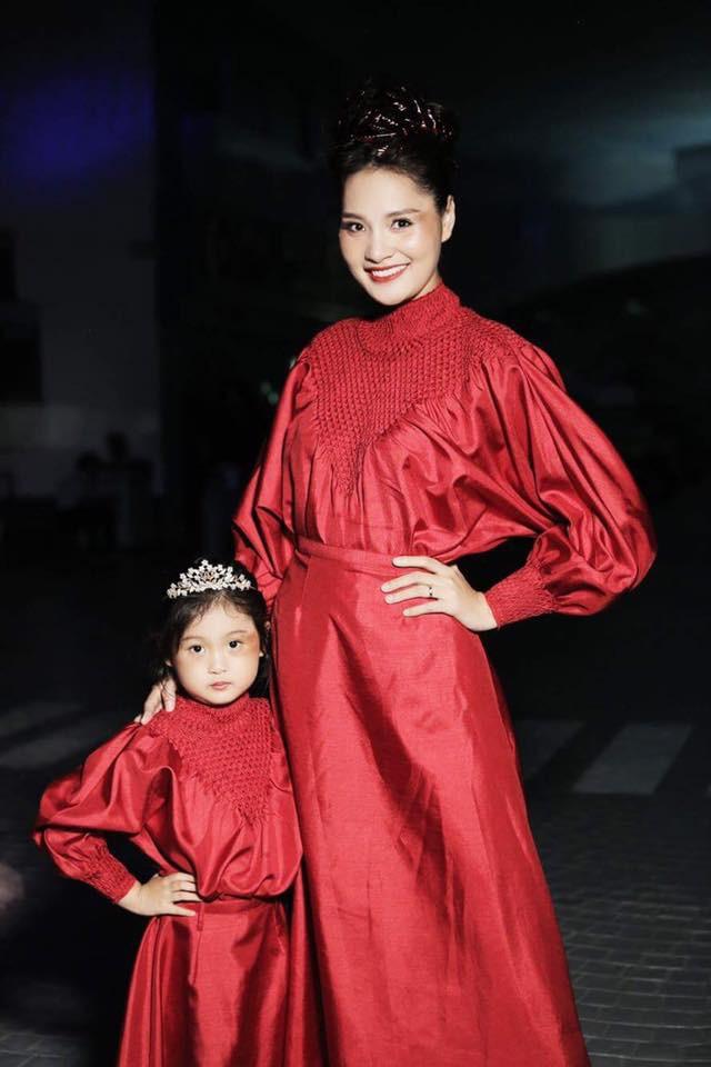 """Ngắm những """"công chúa lai"""" siêu đáng yêu của nhà sao Việt - Ảnh 20."""