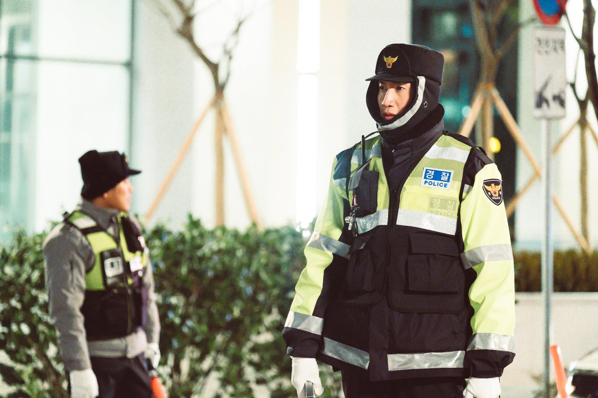 Vì sao mọt phim Hàn lại nóng lòng đợi phim mới Live của Lee Kwang Soo? - Ảnh 2.