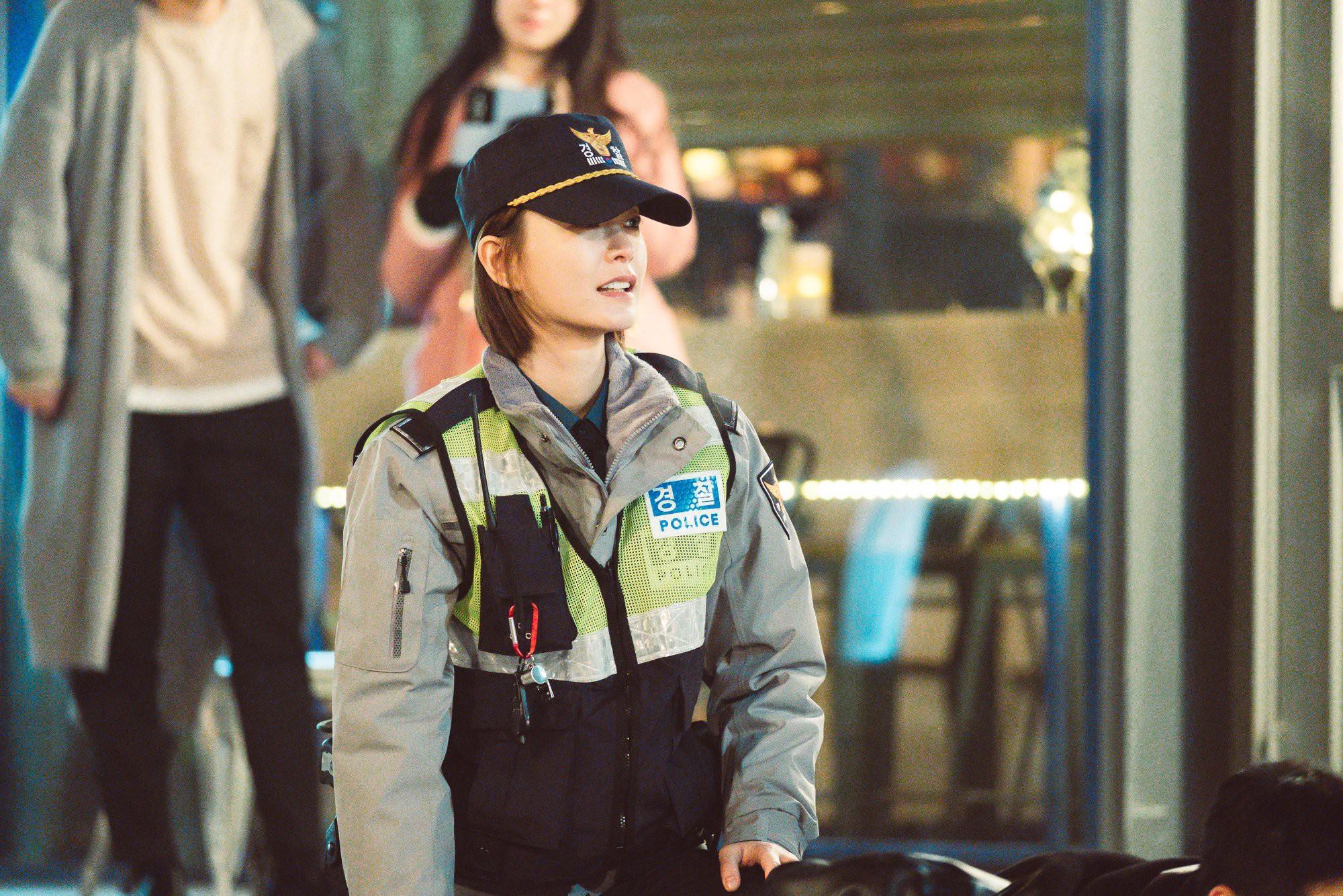 Vì sao mọt phim Hàn lại nóng lòng đợi phim mới Live của Lee Kwang Soo? - Ảnh 3.