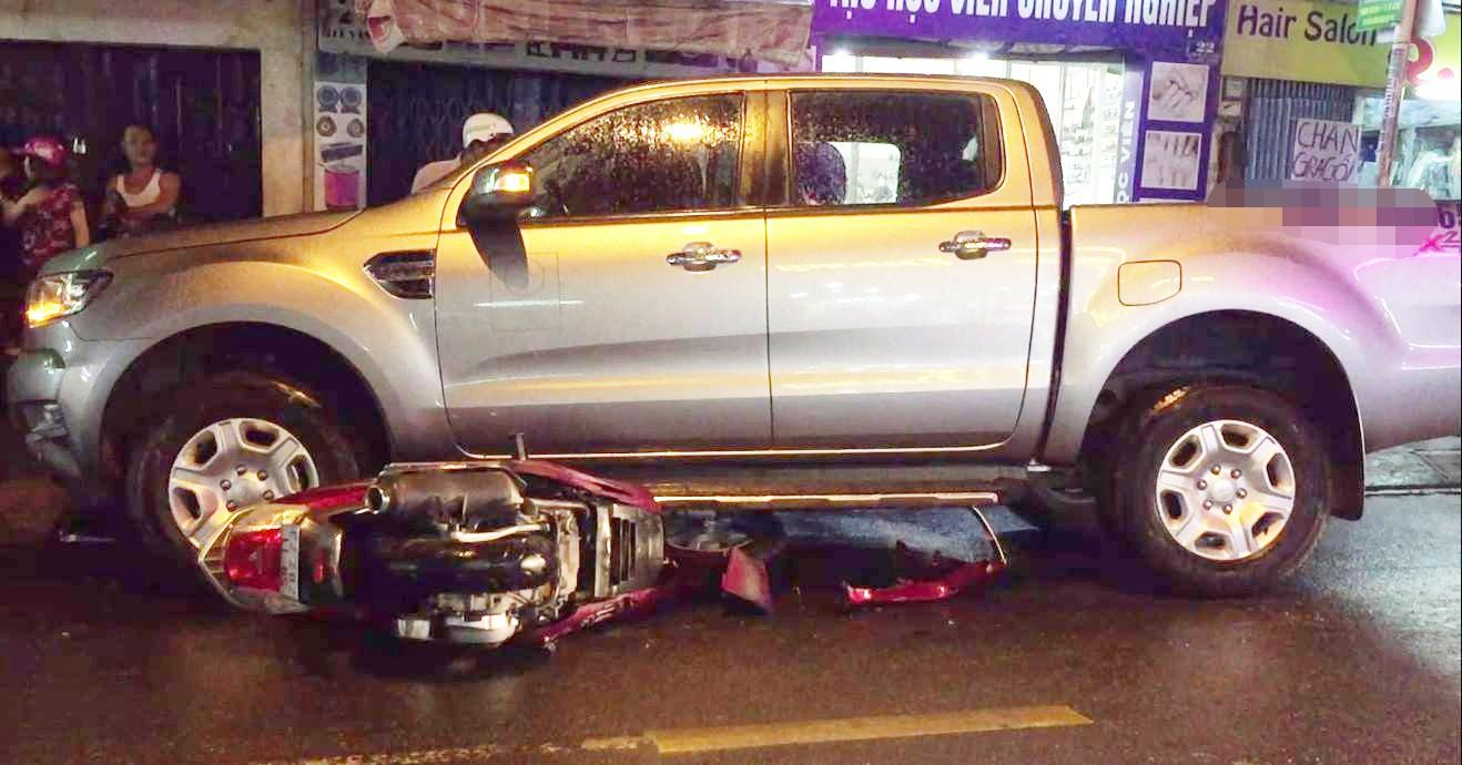 Sài Gòn: Hai thanh niên chạy xe máy tốc độ cao gây tai nạn khiến 2 mẹ con nhập viện rồi bỏ trốn khỏi hiện trường - Ảnh 1.