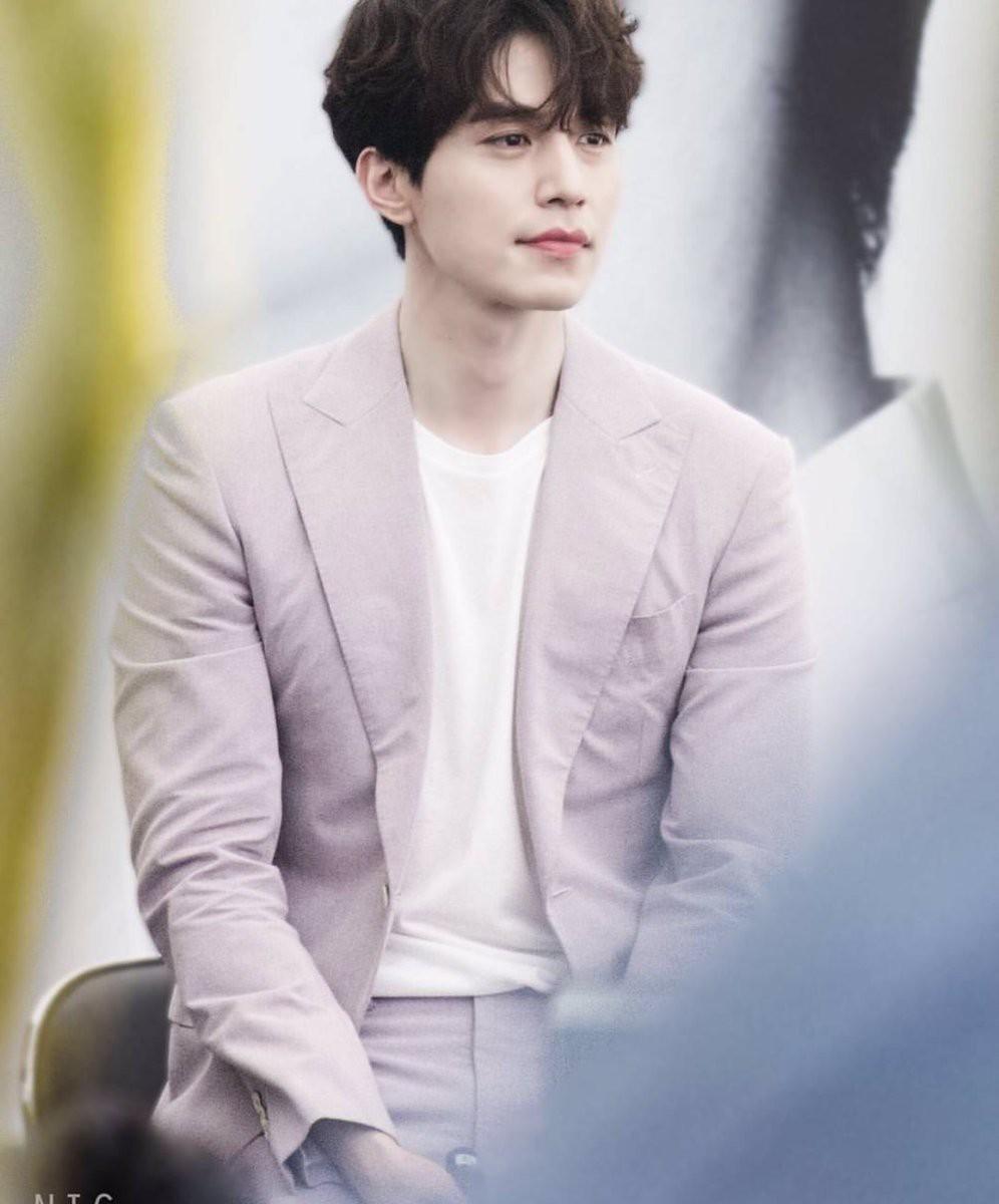 Nhan sắc tuyệt đỉnh hàng đầu Hàn Quốc, Suzy và Lee Dong Wook liệu sẽ soán ngôi Song Song về độ đẹp đôi? - Ảnh 17.