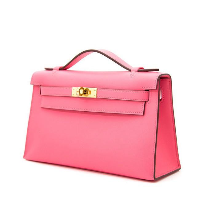 Nhìn thì bé tí, nhưng 2 chiếc túi mà Hà Hồ 'cưng' nhất cái nào cũng có giá gần 200 triệu