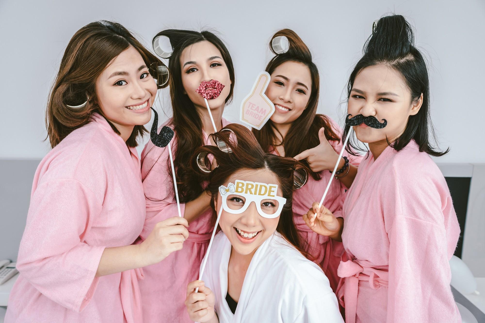 Em gái Trấn Thành kết hôn với bạn trai Hồng Kông, tung bộ ảnh cưới nhắng nhít cùng hội bạn thân - Ảnh 13.