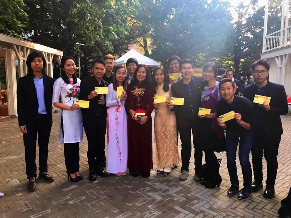 Du học sinh Việt hòa mình vào không khí chào năm mới khắp thế giới - Ảnh 21.