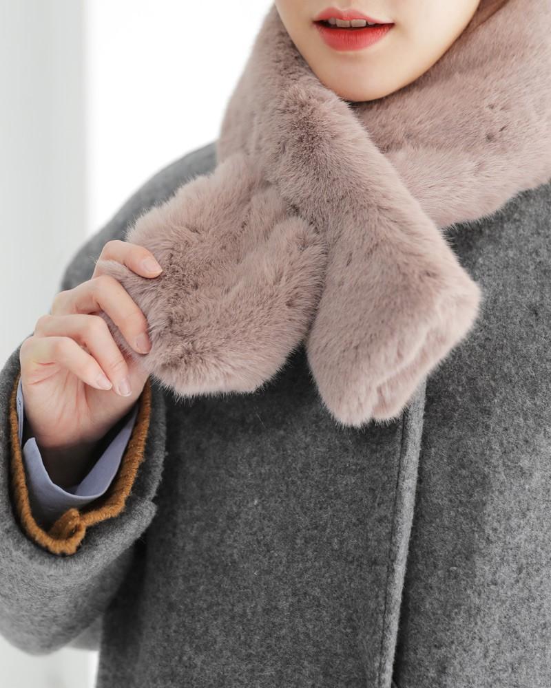 Trời rét thế này ra đường không thể thiếu khăn quàng, và đây là 4 kiểu khăn mốt nhất mà bạn nên sắm - Ảnh 18.