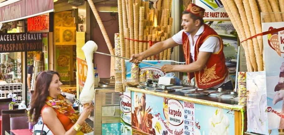 Ở Thổ Nhĩ Kỳ có một loại kem phải dùng đến dao để chặt thì mới lấy kem ăn được - Ảnh 7.
