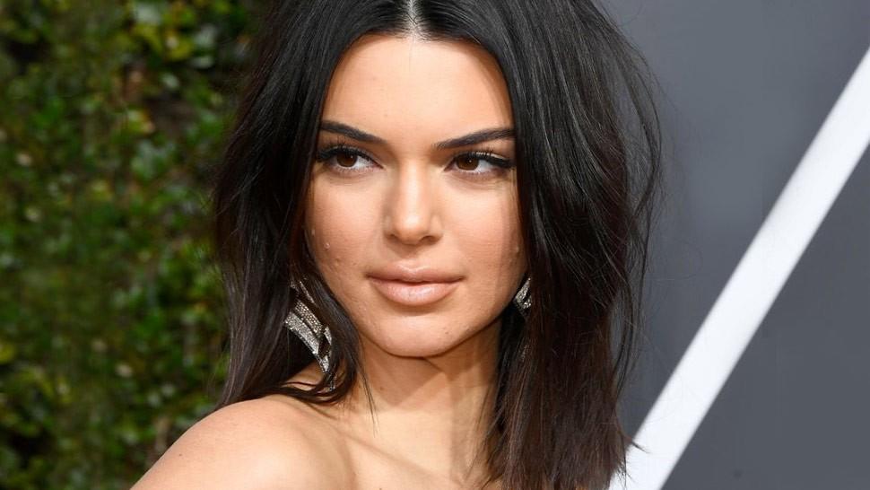 Dù Kendall Jenner lộng lẫy nhất nhì thảm đỏ Quả Cầu Vàng nhưng làn da mụn sần sùi của cô mới là tâm điểm bàn tán - Ảnh 4.