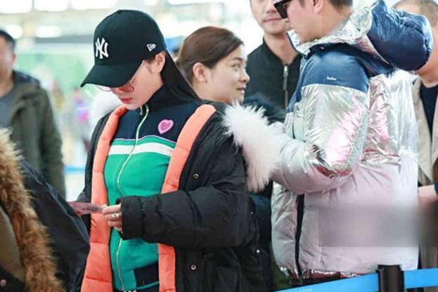 Sự thật đằng sau bức ảnh Lý Tiểu Lộ - Giả Nãi Lượng tình tứ xuất hiện tại sân bay giữa tâm bão scandal - Ảnh 6.