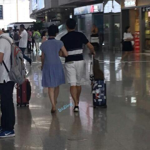 Ngô Kỳ Long - Lưu Thi Thi: Cứ khi nào bị chụp lén đều là hình ảnh đang nắm tay nhau ngọt ngào - Ảnh 9.