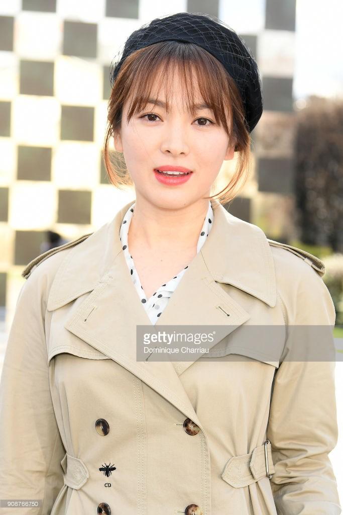 Dự show Dior, Song Hye Kyo may mà quá đẹp mới đỡ được ...