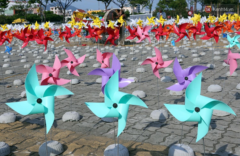 Chùm ảnh: Người Đà Nẵng thích thú với Tiểu ngân hà chong chóng bên bờ sông Hàn - Ảnh 8.