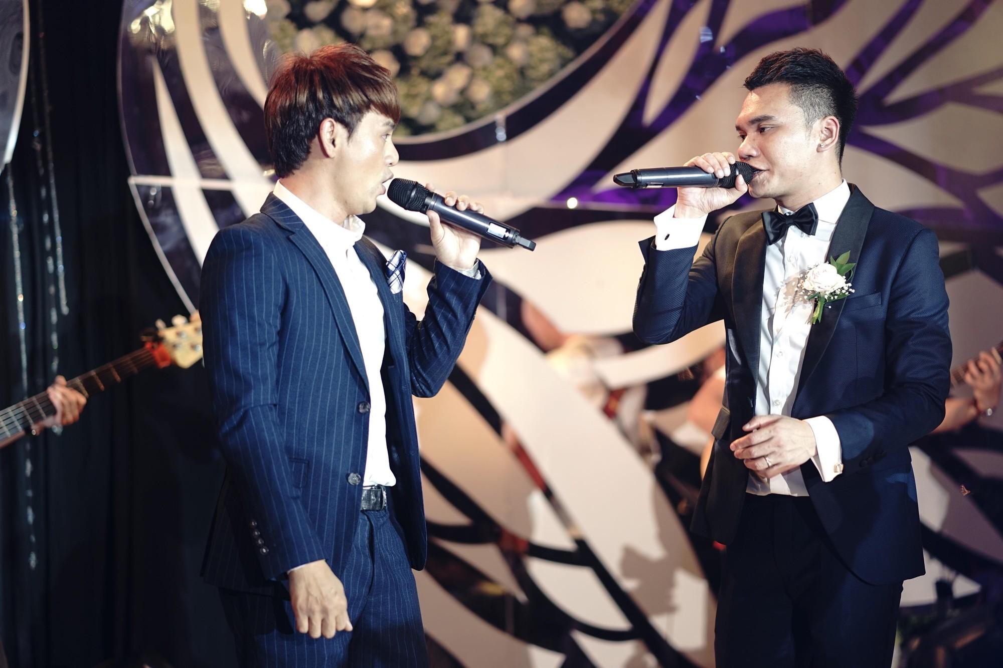Loạt sao đình đám thi nhau hát hit khủng dành tặng Khắc Việt và bà xã trong tiệc cưới tại Hà Nội - Ảnh 15.